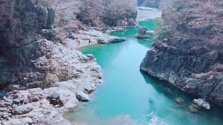 【栃木県】自然界のバスクリーン…美しい緑の川に大感動のハイキングコース!